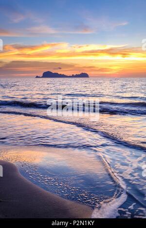 Thailand, Trang province, Ko Sukorn island, view of the islands of Mu Ko Phetra Marine National Park from the west coast, Ko Phetra island - Stock Photo