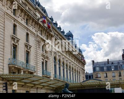 Western exterior facade of the Musée d'Orsay, Paris, France. - Stock Photo