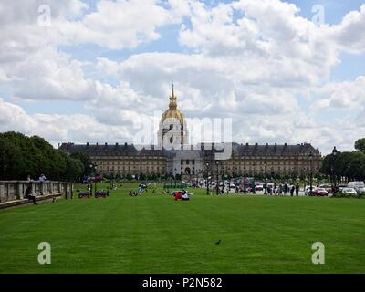 Pedestrians and people relaxing, Esplanade des Invalides, Friday afternoon in June, Paris, France. - Stock Photo
