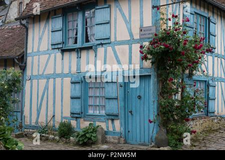 France, Oise, Gerberoy, labeled Most Beautiful Villages of France, blue house of the 17th century - Stock Photo