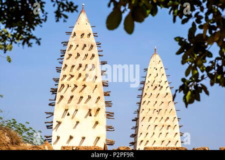 Burkina Faso, Hauts-Bassins region, Bobo-Dioulasso, Dioulassoba mosque - Stock Photo