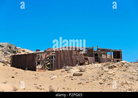 Deserted building, Frankenhaus, Kolmanskop, a desert ghost town 20 km out of Luderitz, Kalahari Desert, Karas Region, Namibia - Stock Photo