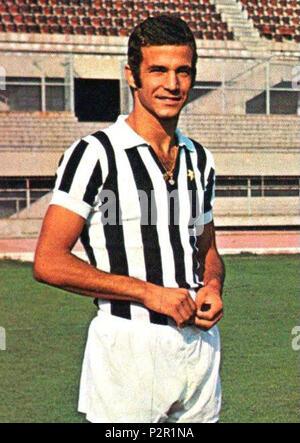 . Italiano: Il calciatore italiano Luciano Spinosi alla Juventus nella prima parte della stagione 1971-72, fotografato all'interno dello stadio Comunale di Torino. circa 1971. Unknown 49 Luciano Spinosi - 1971 - Juventus FC - Stock Photo