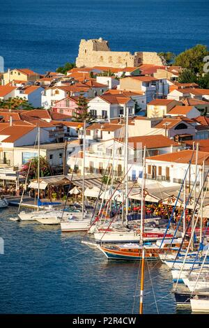 Greece, Samos island, Pythagoreion built on the remains of a former fortified town, a UNESCO World Heritage site, the harbour dominated by Lykourgos Logothetis castle - Stock Photo