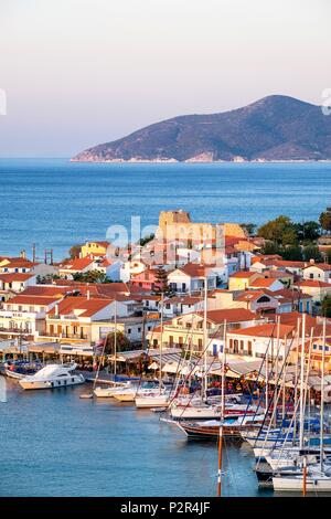 Greece, Samos island, Pythagoreion built on the remains of a former fortified town, a UNESCO World Heritage site, the harbour at sunrise dominated by Lykourgos Logothetis castle - Stock Photo