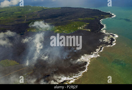 Pahoa, Hawaii, USA. 6th June, 2018. Most of the Kapoho area is now covered in fresh lava as the Kilauea Volcano lower east rift zone eruption continues on Wednesday, June 6, 2018, in Hawaii. Photo by L.E. Baskow/LeftEyeImages Credit: L.E. Baskow/ZUMA Wire/Alamy Live News - Stock Photo