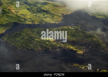 Pahoa, Hawaii, USA. 6th June, 2018. Green Lake has lost all its water as most of the Kapoho area including the tide pools is now covered in fresh lava with few properties still intact as the Kilauea Volcano lower east rift zone eruption continues on Wednesday, June 6, 2018, in Hawaii. Credit: L.E. Baskow/ZUMA Wire/Alamy Live News - Stock Photo