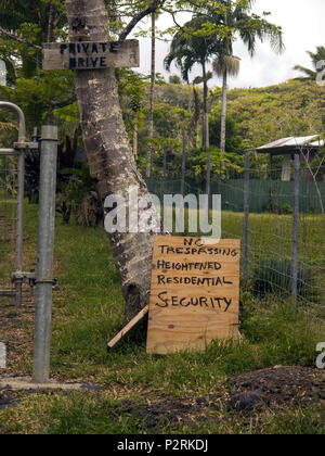 Pahoa, Hawaii, USA. 9th July, 2018. Residents along Kalapana-Kapoho Road are taking their own safety measures as the Kilauea Volcano east rift zone eruption continues Sunday, June 10, 2018, in Pahoa, Hawaii. Photo by LE Baskow/LeftEyeImages Credit: L.E. Baskow/ZUMA Wire/Alamy Live News - Stock Photo