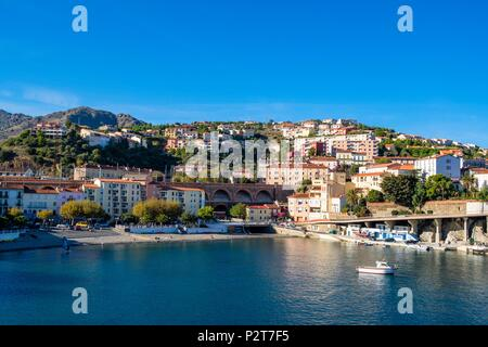 France, Pyrenees Orientales, Cote Vermeille, Cerbere, the harbour and the beach of the village - Stock Photo