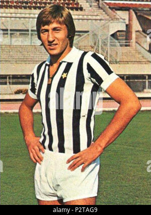 . Italiano: Il calciatore italiano Gianpietro Marchetti alla Juventus nella prima parte della stagione 1971-72, fotografato all'interno dello stadio Comunale di Torino. circa 1971. Unknown 34 Gianpietro Marchetti - 1971 - Juventus FC - Stock Photo