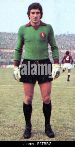 . Italiano: Il portiere di calcio italiano Luciano Castellini al Torino all'inizio della stagione 1974-75. circa 1974. Unknown 49 Luciano Castellini - AC Torino 1974-75 - Stock Photo