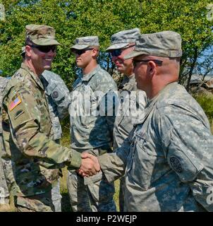 Brig. Gen. William Edwards, the Oregon Army National Guard's land component commander, speaks with and thanks Soldiers from Bravo Company, 3rd Battalion, 116th Cavalry Brigade Combat Team, during exercise Saber Guardian 2016, August 5, at the Romanian Land Forces Combat Training Center in Cincu, Romania. Saber Guardian is a multinational military exercise involving approximately 2,800 military personnel from ten nations including Armenia, Azerbaijan, Bulgaria, Canada, Georgia, Moldova, Poland, Romania, Ukraine and the U.S. The objectives of this exercise are to build multinational, regional an - Stock Photo