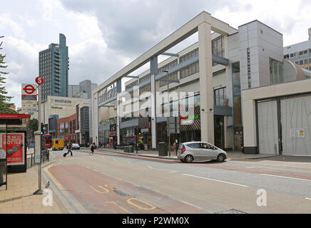 Garratt Lane entrance to Wandsworth's Southside shopping centre. Opened in 1971 and refurbished in 2004 it is one of the UK's largest shopping malls. - Stock Photo