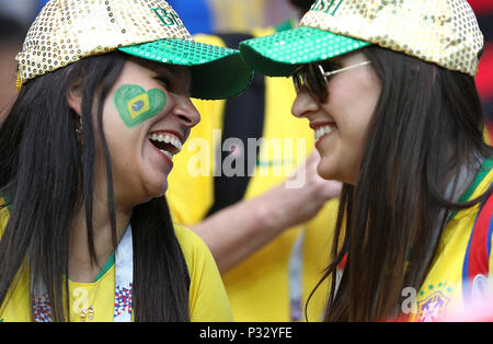 Rostov Do Don, Russia, 17 June 2018.  Fans of Brazil before the match between Brazil and Switzerland valid for the 2018 World Cup held at the Rostov Arena in Rostov-on-Don, Russia. (Photo: Rodolfo Buhrer/La Imagem/Fotoarena) Credit: Foto Arena LTDA/Alamy Live News Credit: Foto Arena LTDA/Alamy Live News - Stock Photo