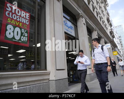Maplins closing down, store closure sale, London - Stock Photo