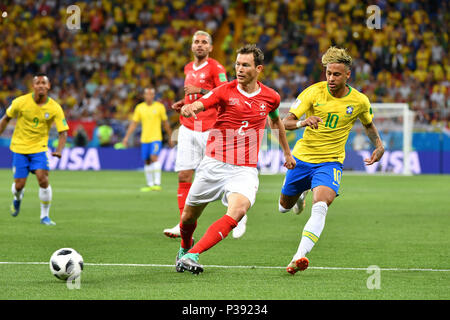 Stephan LICHTSTEINER (SUI), Action, duels versus NEYMAR (BRA). Brazil (BRA) -Switzerland (SUI) 1-1, Preliminary Round, Group E, match 09, on 17.06.2018 in Rostov-on-Don, Rostov Arena. Football World Cup 2018 in Russia from 14.06. - 15.07.2018. | usage worldwide - Stock Photo