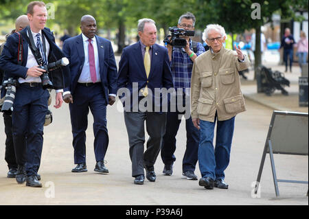 London, UK.  18 June 2018. Artist Christo (R) and Michael Bloomberg, Serpentine Galleries Chairman (3rd L) arrive at the official unveiling of The London Mastaba by Christo and Jeanne-Claude.  Comprising 7,506 horizontally-stacked coloured barrels, in hues of red, blue, mauve and white, secured on a floating platform, it is Christo's first public outdoor work in the UK.  The geometric form takes inspiration from ancient mastabas from Mesopotamia and will be on display 18 June to 21 September 2018.  Credit: Stephen Chung / Alamy Live News - Stock Photo