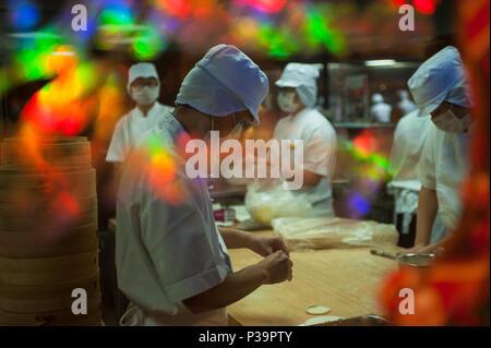 Singapore, Republic of Singapore, Koeche prepare dumplings - Stock Photo