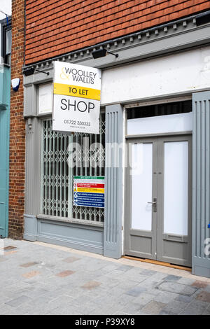 Vacant shop to let in Salisbury Wiltshire UK - Stock Photo