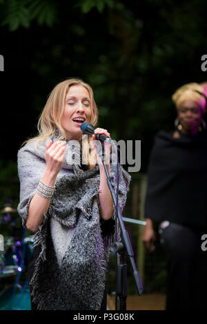Janice Mitchelson vocalist with the The Grace Notes performing at Trebah Garden amphitheatre in Cornwall. - Stock Photo