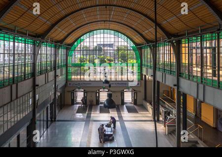 Spacious Platform Hall at Wrocław Główny - main train station - Stock Photo