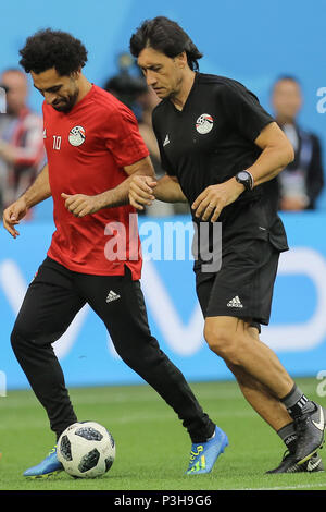 Saint Petersburg, Russia. 18th June, 2018. Egypt's Mohamed Salah (L) takes part in a training session for Egypt's National soccer team ahead of Tuesday's FIFA World Cup 2018 Group A soccer match between Egypt and Russia, in Saint Petersburg, Russia, 18 June 2018. Credit: Ahmed Ramadan/dpa/Alamy Live News - Stock Photo