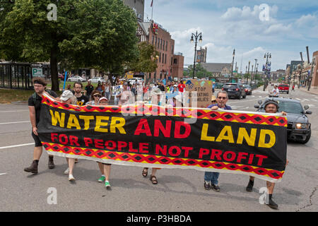 Detroit, Michigan USA - 18 June 2018 - Several hundred people rallied in Detroit to support the Poor Peoples Campaign against poverty, racism, militarism, and ecological devastation. Credit: Jim West/Alamy Live News - Stock Photo