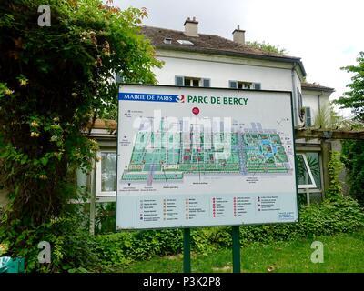 Diagram of the gardens of Bercy Park, Paris, France - Stock Photo
