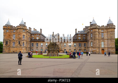 Holyrood Palace, or The Palace of Holyroodhouse, the official residence of the Queen in Scotland, the Royal Mile, Edinburgh old town, Scotland UK - Stock Photo