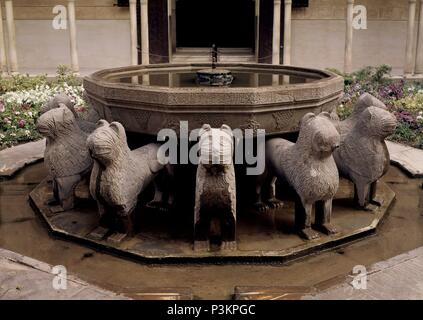 FUENTE DEL PATIO DE LOS LEONES. Location: ALHAMBRA-PATIO DE LOS LEONES, GRANADA, SPAIN. - Stock Photo
