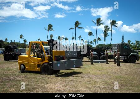 160712-N-SI773-097 FORD ISLAND, HAWAII (July 12, 2016) Sailors assigned Navy Cargo Handling Battalion (NCHB) 8 and NCHB 10 unload equipment and materials to setup a field hospital for Rim of the Pacific 2016. Twenty-six nations, more than 40 ships and submarines, more than 200 aircraft, and 25,000 personnel are participating in RIMPAC from June 30 to Aug. 4, in and around the Hawaiian Islands and Southern California. The world's largest international maritime exercise, RIMPAC provides a unique training opportunity that helps participants foster and sustain the cooperative relationships that ar - Stock Photo