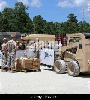 New York Army National Guard Soldiers assigned to Co. E, 427th Brigade Support Battalion move their equipment from a connex in preparation for training at Fort Polk, Louisiana, Thursday, July 14.  More than 3,000 New York Army National Guard Soldiers deployed for a three week exercise at the Army's Joint Readiness Training Center, July 9-30, 2016. U.S. Army National Guard photo by Capt. Amy Hanna. - Stock Photo
