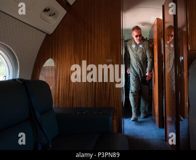 """Brig. Gen. Jon T. Thomas, 86th Airlift Wing commander, exits a C-37A during his final flight July 19, 2016, at Ramstein Air Base, Germany. The """"fini flight"""" is part of a tradition for flyers dating back to World War II, where they fly aircraft they've come to know for one last time as they prepare to move to their next assignment. (U.S. Air force photo/Airman 1st Class Lane T. Plummer) - Stock Photo"""