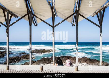 IQUIQUE, CHILE - 17.11.2015: PRAIA CAVANCHA - Equipamento urbano para proteção contra o sol na Praia Cavancha. (Foto: Ricardo Ribas / Fotoarena) - Stock Photo