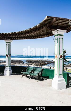 IQUIQUE, CHILE - 17.11.2015: PLAZA SLAVA - Banco na Plaza Slava, na Praia Cavancha (Playa Cavancha). (Foto: Ricardo Ribas / Fotoarena) - Stock Photo