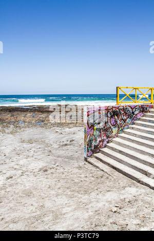 IQUIQUE, CHILE - 17.11.2015: PRAIA CAVANCHA - Escadaria de acesso à Praia Cavancha (Playa Cavancha). (Foto: Ricardo Ribas / Fotoarena) - Stock Photo