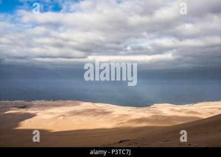 IQUIQUE, CHILE - 19.11.2015: DESERTO DO ATACAMA - Paisagem a partir de Alto los Verdes, no Deserto do Atacama. (Foto: Ricardo Ribas / Fotoarena) - Stock Photo