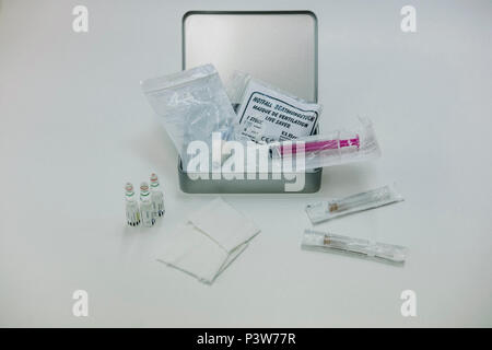 Berlin, Germany. 18th June, 2018. Emergency kit, which is handed out to drug addicts, is on a table of the Berlin association Fixpunkt. The medicine with the substance Naloxone (L) can be used by drug addicts in case of an overdose. Credit: Kristin Bethge/dpa/Alamy Live News - Stock Photo
