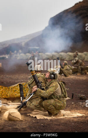Australian Army soldier Private Travis Lewis from 2nd Battalion, Royal Australian Regiment, watches the delivery of a mortar round during a live-fire mortar practise on Exercise Rim of the Pacific 2016. (Australian Defence Force photo by Cpl. Matthew Bickerton) - Stock Photo