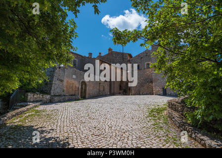 Santo Stefano di Sessanio (Italy) - The small and charming medieval stone village, in Gran Sasso National Park, Abruzzo region, at 1250 meters - Stock Photo