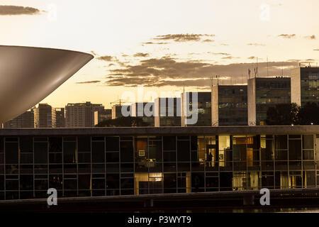 Entardecer no Congresso Nacional localizado na Esplanada dos Ministérios em Brasília. - Stock Photo