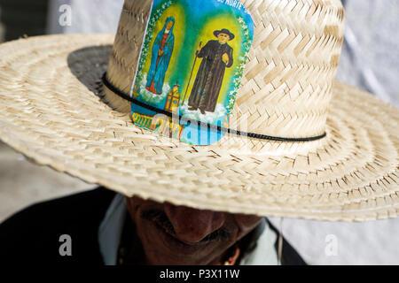 Fieis devotos de Padre Cícero, visitam a imagem do Padre, localizada no Horto, em Juazeiro do Norte, Ceará. Milhares de peregrinos católicos viajaram até a cidade para participar da Romaria de Finados, ou Romaria da Esperança, como é mais conhecida. - Stock Photo