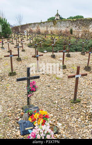 Cadillac, Girond, Nouvelle-Aquitaine, France.  Cemetery of the Forgotten sometimes known as Cemetery of the Insane. (Cimetière des Oubliés. Cimetière  - Stock Photo