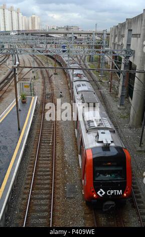 Trem da CPTM Companhia de Trens Metropolitanos Informação adicional: nas proximidades da Estação Brás, São Paulo - SP. - Stock Photo
