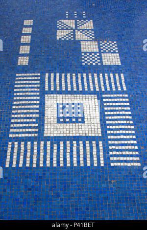Mosaico de Livio Abramo; Mosaico no piso do Balneário de Águas de Lindoia; mosaicos com pedras portuguesas; mosaico de pastilha vítrea; Águas de Lindoia; Livio Abramo; data 2008-11-21 - Stock Photo
