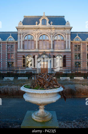 The neoclassical mansion housing the Royal Collections of the Netherlands. Koninklijke Verzamelingen, Den Haag, Netherlands - Stock Photo