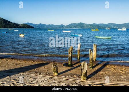 Barcos atracados na Enseada do Brito. Palhoça, Santa Catarina, Brasil. - Stock Photo