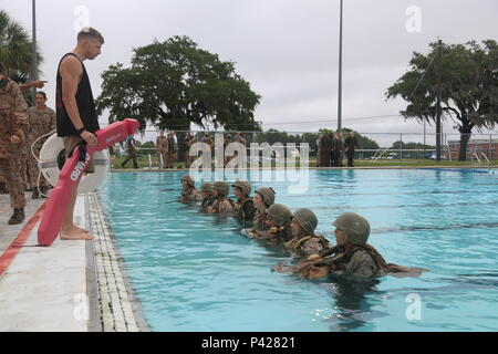 U.S. Marine Corps recruits attached to Oscar Company, 4th Battalion, Recruit Training Regiment, conduct a U.S. Marine Corps standard swim qualification at the outdoor pool on Marine Corps Recruit Depot Parris Island, June 7, 2016. The swim qualification is one of the requirements the recruits must complete in order to become U.S. Marines. (U.S. Marine Corps photo by Lance Cpl. Colby Cooper/Released) - Stock Photo