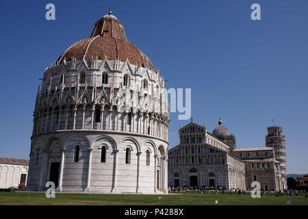 Battistero di San Giovanni, Cattedrale di Pisa e a Torre de Pisa na cidade de Pisa, Toscana, Italia.  Pisa, Toscana, Italy. - Stock Photo