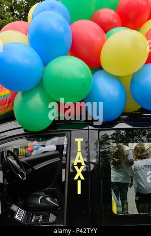 Glasgow, Scotland, UK. 20th, June, 2018. Taxis were decorated with balloons at the annual Taxi run taking disabled children on a day trip to Troon in Ayrshire. - Stock Photo